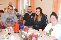 Niklas Schuon und Marlen Günther (Mitte), die den Kontakt zur Wohngruppe herstellten.; Quelle: Badischer Landesverein für Innere Mission / Marina Mandery